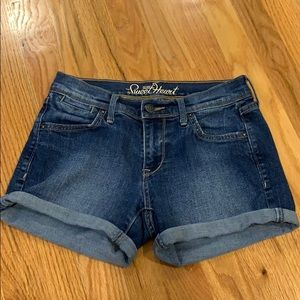 size 0 jean shorts in great condition (old navy)